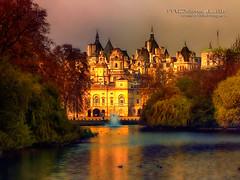 Londres, Aparicin (mdoloreslillo1) Tags: park inglaterra parque england london lago twilight edificio ciudad londres crepsculo sunsent