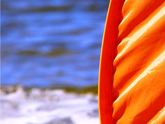 'orange bleu' (Clive S. Photographies) Tags: sea orange mer lake beach sand sable lac plage hourtin toile tente aquitaine gironde carcans maubuisson