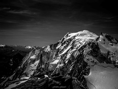 Mont Blanc - Versant Brenva (Frdric Fossard) Tags: alpes lumire altitude ombre glacier contraste chamonix montblanc alpinisme clart hautesavoie sommet aiguille versant srac atmosphre peron montmaudit luminosit brenva peuterey massifdumontblanc hautemontagne