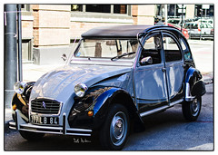 Citroen in River North (swanksalot) Tags: chicago classic car french automobile citroen deux 2cv chevaux rivernorth