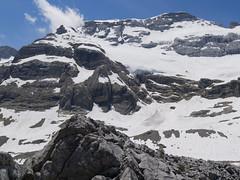 Widok z Balcon Pineta na szczyty w grani Monte Perdido