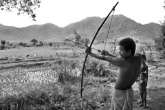 India - Orissa (luca marella) Tags: people bw man film analog blackwhite asia hunting documentary social pb tribal bn bow shooting arrow tribe biancoenero reportage adivasi marellaluca
