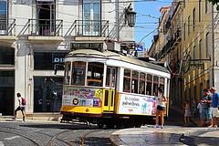 Grand prix de Lisbonne (Nadia L*) Tags: street city portugal lisboa lisbon tram rue ville lisbonne tram28