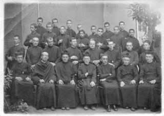 09. Junto a su curso, el año de ingreso al noviciado de Chillán en 1923.