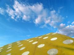 Tout part en fume (Robert Saucier) Tags: blue sky white yellow clouds jaune montral montreal bleu polkadots ciel parasol nuages blanc pois sdc11404