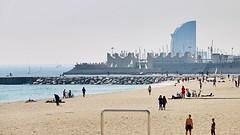 Mar_0495 (Joanbrebo) Tags: barcelona people beach gente playa gent platja poblenou autofocus lunaphoto efs18135mmf3556is canoneos70d