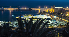 2089  Puerto de Barcelona (Ricard Gabarrs) Tags: barcelona puerto barco barcos playa litoral nocturno ricgaba gabarrus airelibre2nocheolympusricard