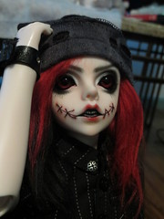 IMG_3641 (teh kiwi) Tags: red black scary bjd stiches dollzone