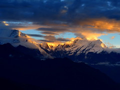 Early morning in the Annapurnas (Py All) Tags: nepal sky cloud mountain montagne sunrise trek outside asia ciel asie nuage pokhara extrieur annapurna leverdesoleil poonhill ghorepani