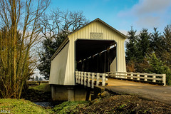 Gallon house bridge (Maria Echaniz) Tags: sky oregon rural vintage puente paisaje coveredbridge puentes pnw historia antiguo pasado histórico marioncounty unitedstate nrhp woodencoveredbridge oregoncoveredbridge gallonhousebridge abiquacreek gallonhouseroad