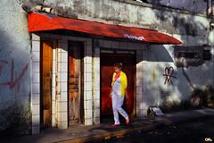 Beauty is everywhere (Otacílio Rodrigues) Tags: rua street mulher woman portas doors toldo awning sol sun cidade city lixo garbage pixação graffiti resende brasil oro candid streetphoto topf25 urban