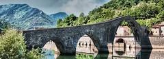 Ponte della Maddalena (detto anche Ponte del Diavolo). (bellinipaolo31) Tags: italia fiume lucca ponte maddalena monumenti matilde lu diavolo pontedeldiavolo bagnidilucca canossa serchio borgoamozzano pontedellamaddalena castrucciocastracani paolobellini fc03911