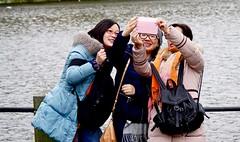 a selfie is born (Roel Wijnants) Tags: camera girl fun foto wandelen tourist smartphone thehague vrouw hofvijver selfie mobieltje 070 enhaag roel1943 roelwijnants mediame hofstijl roelwijnantsfotografie absolutelythehague haagspraak