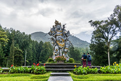 _71K4651.jpg (Pete Finlay) Tags: bali statue bedugul hindustatue balibotanicgarden