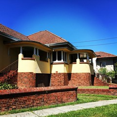 #exteriordesign #australianarchitecture #brisbanedesign #newfarmbrisbane #neighbourhood (Raul Wong Roa) Tags: square lofi squareformat iphoneography instagramapp uploaded:by=instagram