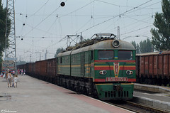 UZ VL8-1059, Mariupol, 2010/07/09. (lg-trains) Tags: trains ukraine ukrainian railways trainspotting uz    vl8 8