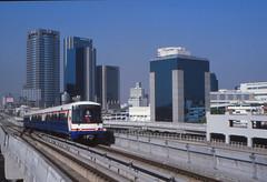 Thailand - Bangkok - Skytrain (railasia) Tags: building thailand 2000 bangkok siemens infra bts reversing thirdrail mochit emu3 sukhumvitline phahonyothin routenº1 btsoffice