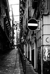 Divieto (SDB79) Tags: street strada gente via napoli vico biancoenero divieto vicoli quartiere andare passare seguire fermarsi