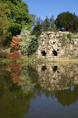 Palmengarten, Grotte am Teich - grotto at the pond (HEN-Magonza) Tags: reflection nature germany deutschland pond flora hessen frankfurt natur grotto teich palmengarten spiegelung grotte hesse
