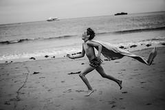 Libre comme le vent sur la plage bretonne (PaxaMik) Tags: ocean beach silhouette vent freedom sand holidays wind sable free bretagne plage libre perrosguirec ocan courir ctedegranitrose