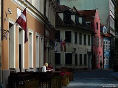 la vieja Riga (wuploteg1) Tags: plaza las house square la town hall casa european union eu baltic latvia cabezas riga negras ue europea nams unin blackheads letonia bltico latvijas melngalvju schwarzhupterhaus