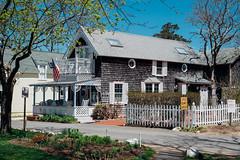 Martha's Vineyard, Cape Cod (rubber_lover) Tags: new england usa house home boston america marthas vineyard flag massachusetts cape cod