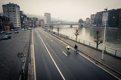 Les gars... (Gilderic Photography) Tags: city bicycle canon river liege quai velo ville meuse cyclotourisme g7x gilderic