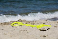 TH20150514A603298 (fotografie-heinrich) Tags: strand ostsee spielzeug wellen zingst schaufel