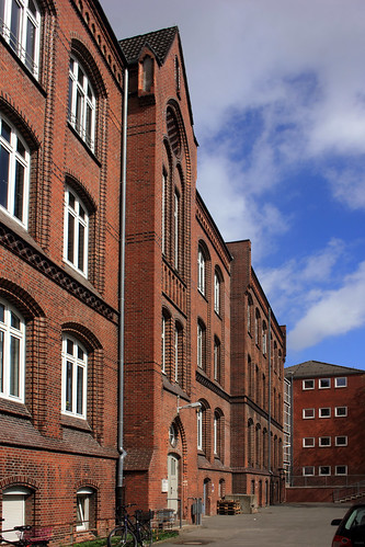 "Alte Muhliusschule VHS), Kiel (02) • <a style=""font-size:0.8em;"" href=""http://www.flickr.com/photos/69570948@N04/26597000815/"" target=""_blank"">View on Flickr</a>"