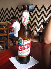 """Léon: une bonne bière Victoria <a style=""""margin-left:10px; font-size:0.8em;"""" href=""""http://www.flickr.com/photos/127723101@N04/26600300276/"""" target=""""_blank"""">@flickr</a>"""