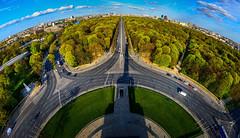 Berlin - Tiergarten (Thomas Bechtle Fotografie) Tags: city berlin nikon gate cityscape himmel wolken fisheye fernsehturm brandenburgertor brandenburger tiergarten d800 straedes17juni groerstern