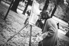Courb... (OneVision_MT) Tags: people blackandwhite bw paris france monochrome noiretblanc peinture painter iledefrance streetscenes jardinduluxembourg solitudes scenesderue d300s