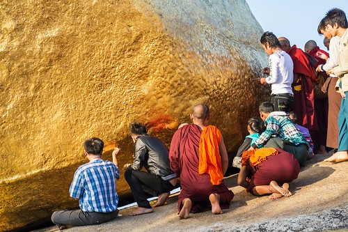 pagode de kyaiktiyo - rocher d-or - myanmar 7