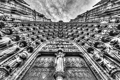 Cathdrale Strasbourg (Bruno MATHIOT) Tags: door bw white black france church up french noir noiretblanc wide sigma wideangle nb alsace porte 1020mm glise blanc hdr haut 10mm photomatix tonemapping 650d ultragrandangle