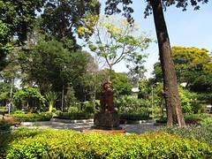 """Ho Chi Minh Ville: un petit parc au coeur de la ville <a style=""""margin-left:10px; font-size:0.8em;"""" href=""""http://www.flickr.com/photos/127723101@N04/24236707409/"""" target=""""_blank"""">@flickr</a>"""