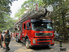 Bangladesh Fire Service and Civil Defence (FSCD) Bronto Skylift at BUET (Samee55) Tags: fire earthquake service drill skylift buet bronto fscd