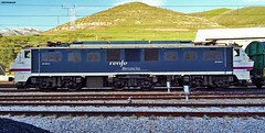 251 (firedmanager) Tags: train tren locomotive león mitsubishi locomotora ferrocarril renfe trena 251 busdongo puertodepajares railtransport renfemercancías