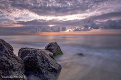 amanecer en playa Prat 2 (Tombobadil) Tags: sky naturaleza clouds sunrise canon playa el amanecer cielo nubes sunsetsunrise prat eos5d