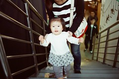 baby (Philip@Tamsui) Tags: baby film analog nikon kodak fe hualien nikonfe   250d kodak250d  kodakfilms  afnikkor35mmf20 kodakvision3250dcolornegativefilm5207