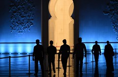 Visitors, Sheikh Zayed Mosque, Abu Dhabi (-LYJ-) Tags: abudhabi diamondclassphotographer sheikhzayedmosque