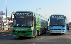 Govt vs PvtMSRTC Shivneri Volvo bus And Neeta B9R multi axle caught at Pune (gouravshinde94) Tags: bus buses volvo pune neeta shivneri b7r msrtc b9r