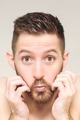 (Damien Cox) Tags: uk portrait selfportrait man male me face self ego myself beard eyes hands nikon masculine moi autorretrato scruff stubble sillyface littlemouth i freshouttheshower damiencox damiencoxcouk