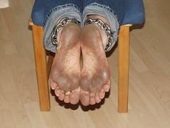 Printemps (kijihs) Tags: chains dirtyfeet blackfeet barfussbarefoot