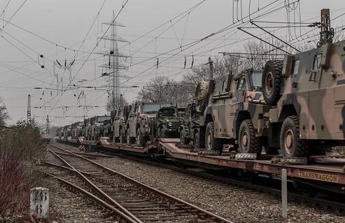 0577_2016_03_11_Gelsenkirchen_Bismarck_DB_185_145_mit_Militärzug_Bottrop