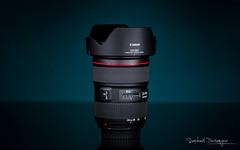 24-70 (Raph/D) Tags: camera red lightpainting colors japan canon lens eos photo zoom top gear 7d pro l hood series catchy lightroom 70200mm objectif lseries 2470mm ef70200mmf28lusm canoneos7d ef2470mmf28liiusm