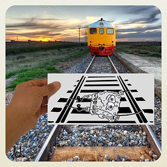 Bob (JL) Tags: yellow train tren hand perspective bob rail amarillo spongebob mano perspectiva esponja sponge railes bobesponja vias