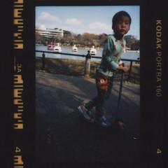 insta079 (sudoTakeshi) Tags: film japan kids children tokyo ueno kodak konica contactsheet filmcamera portra  photolab kickboard kodakfilm   contactprint kodakportra konicabigmini   kodakportra160      konicabm301