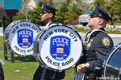 113 National Police Parade - NYPD Police Band (rivarix) Tags: cops bagpipes lawenforcement policeman pipers bassdrum policeofficer drummajor bassdrummer nationalpoliceparade aquidneckislandrhodeisland newyorkcitypolicedepartmentpipesanddrums nypdpipeband