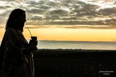 'Se achega la noche..' (Suzana Fernandes Fotografia) Tags: rio rural grande mujer do interior mulher campo noite mate frio sul chimarro anoitecer pala simplicidade gaucha womam tardinha tupancireta