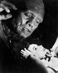 Paulette Goddard in The Ghost Breakers (1940) (Tom Simpson) Tags: film vintage comedy 1940 1940s horror noblejohnson paulettegoddard theghostbreakers